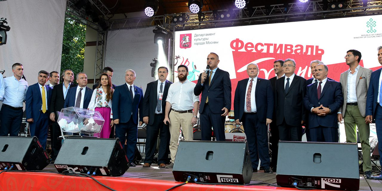 Tam bir güç birliği içinde Türkiye Festivali'ndeyiz