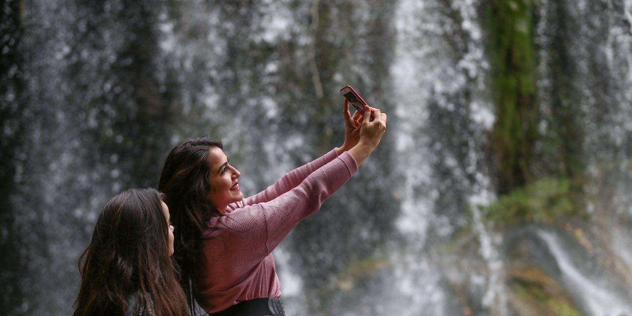 Düden Şelalesi kışın da turistlerin gözdesi
