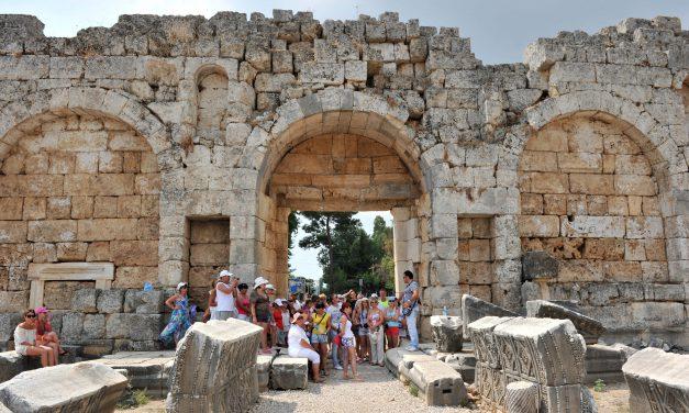 Antalya, 10 ayda 14,1 milyon turist ağırladı